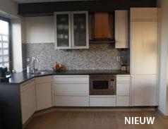 Strak in de lak schilderwerken wij schilderen ook keukens of meubels - Trend schilderen keuken ...